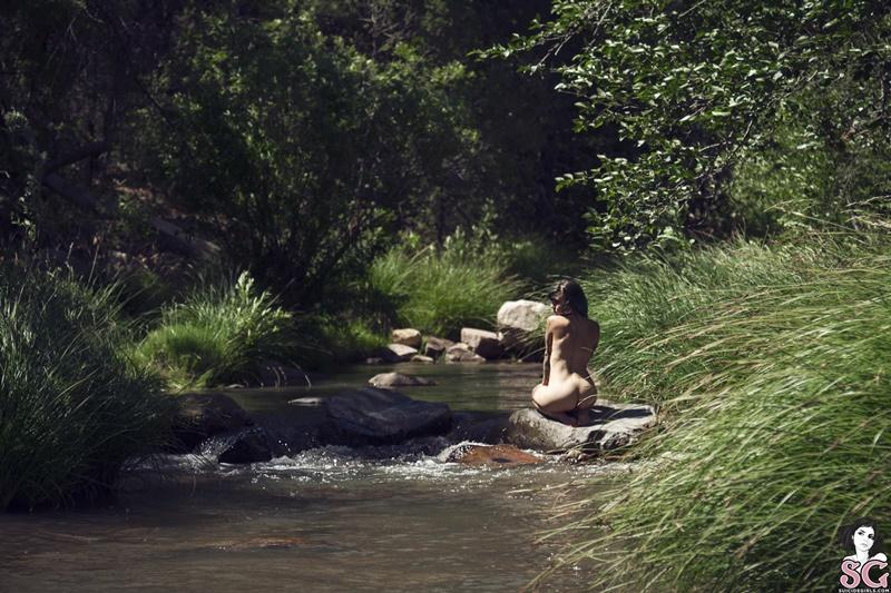 Ninfetinha gostosa muito safadinha peladinha na cachoeira