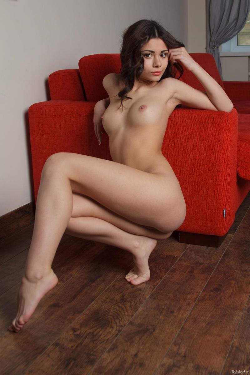 Moreninha linda e gostosa muito delicia safadinha peitinhos