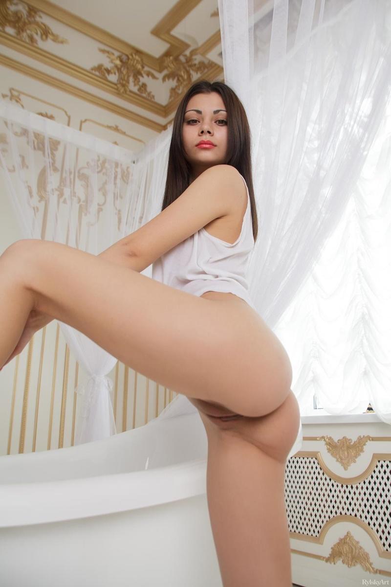 Gostosa sensual e safada peladinha muito linda delicia