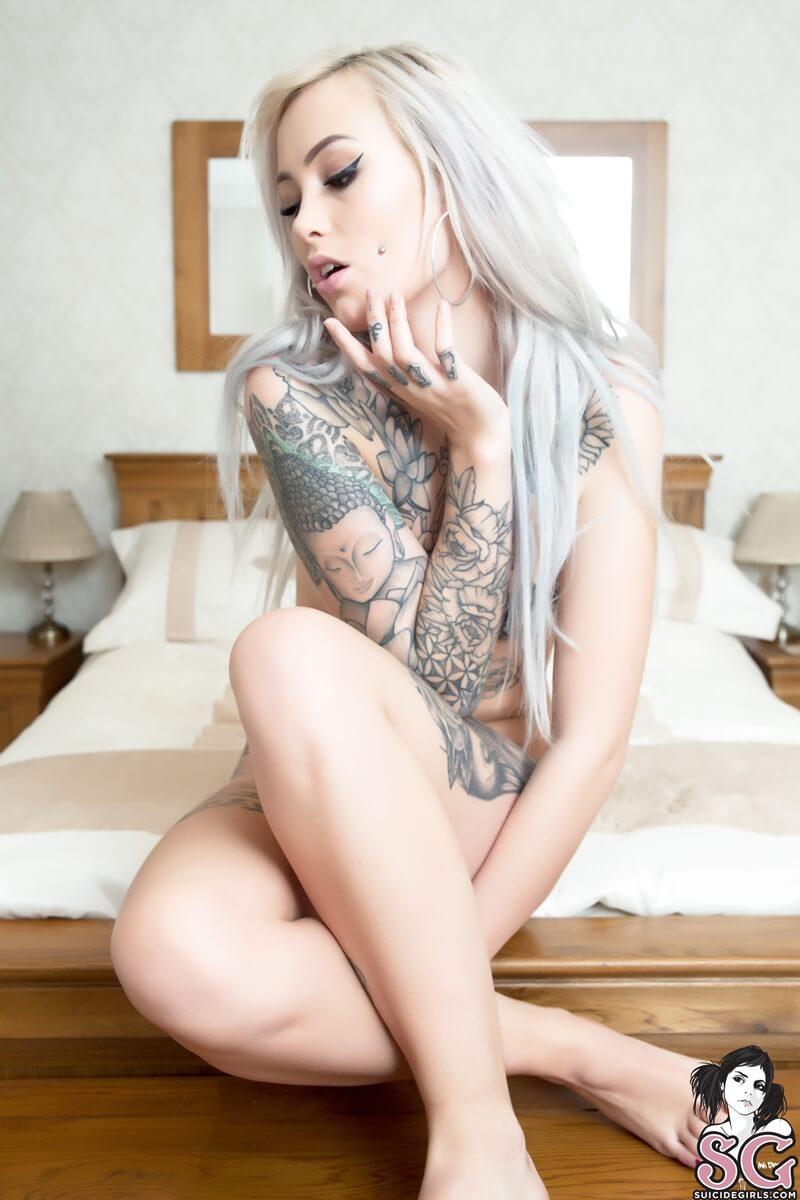 Loirinha linda e sexy bem safadinha com tesão pelada