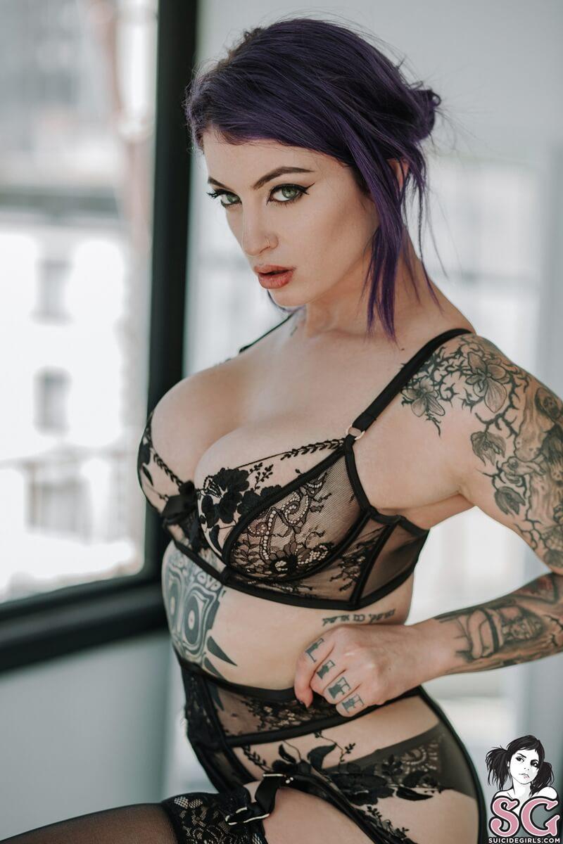 Pulp Suicide Girls peituda gostosa e safada de lingerie sexy muito tesuda