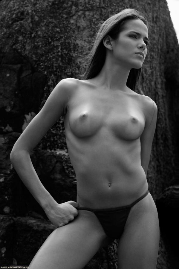 Gostosa brasileira peladinha bem safada e sensual peitinhos