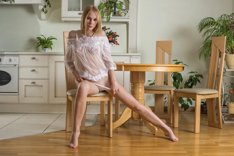 Ninfeta sexy de lingerie bem safadinha e com tesão delicia