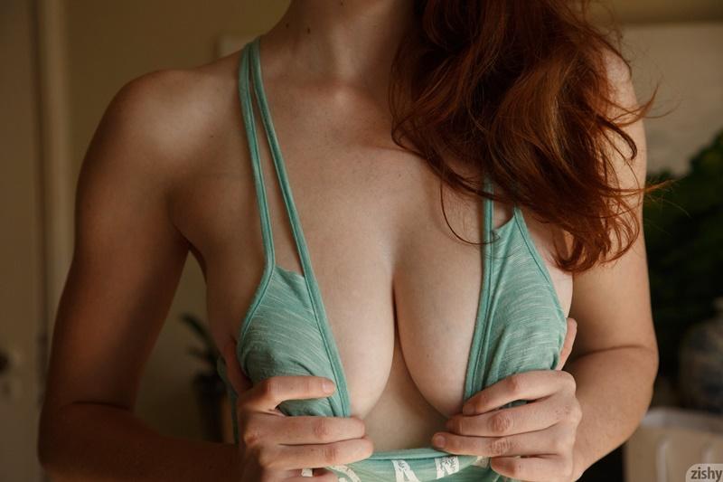 Ruiva peituda muito gostosa e safadinha bem sexy