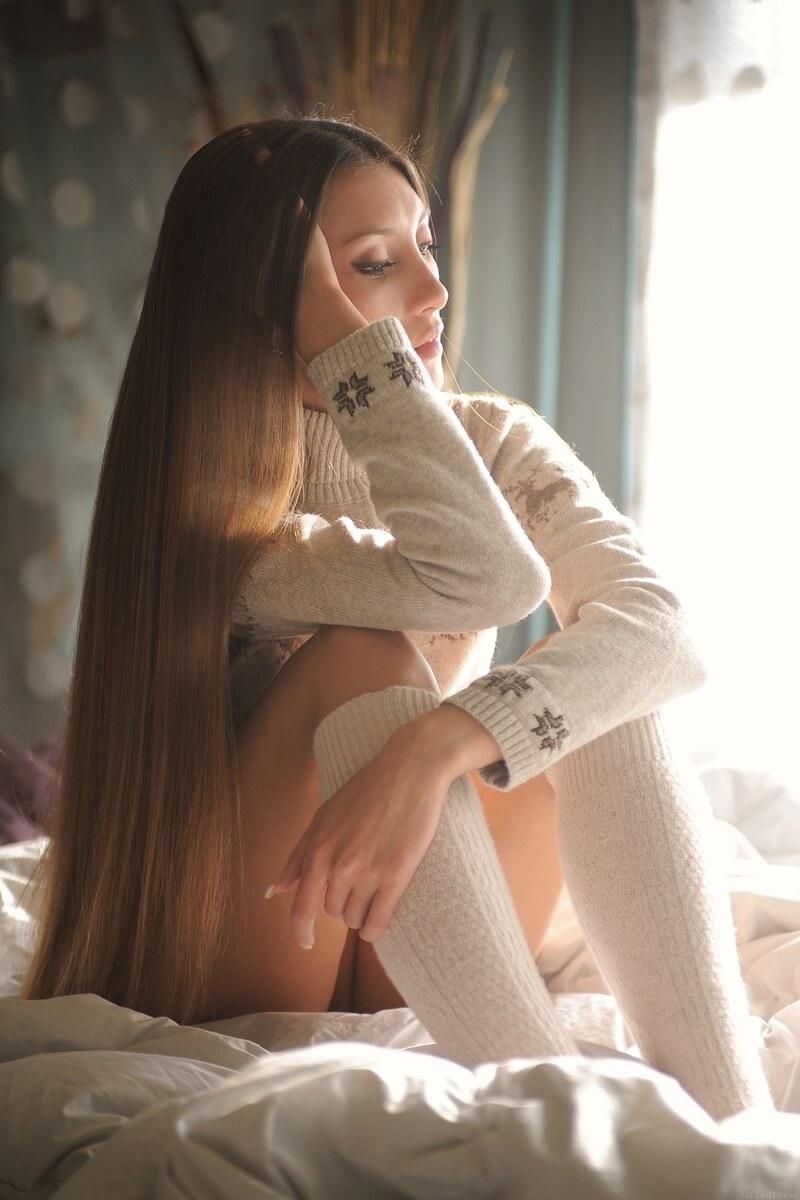 Saju ninfetinha safada e muito linda mostrando a bucetinha raspad