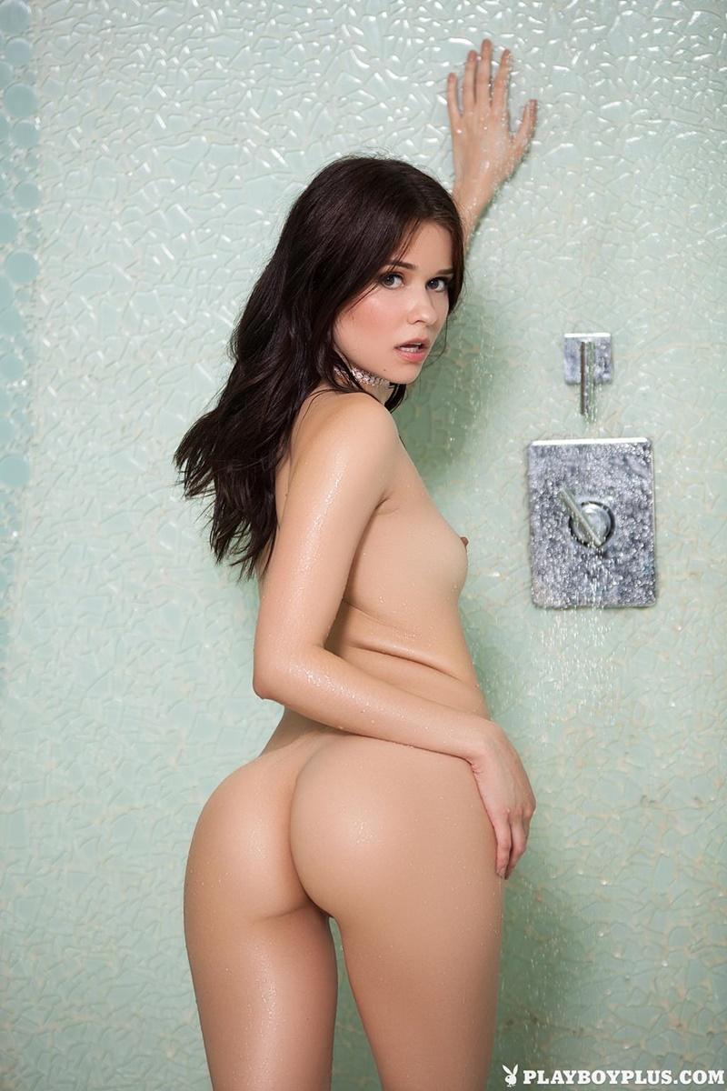 Moreninha linda bem safada tomando banho ninfeta delicia