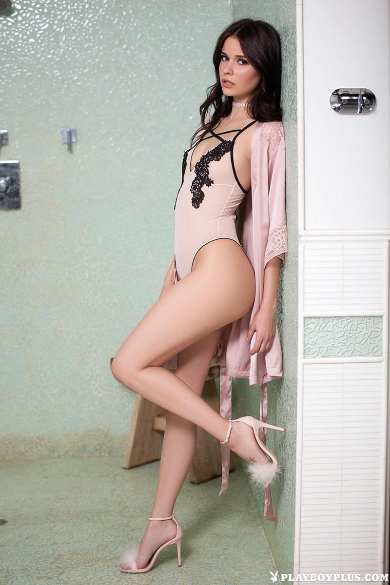 Salena Storm moreninha linda bem safada tomando banho ninfeta delicia