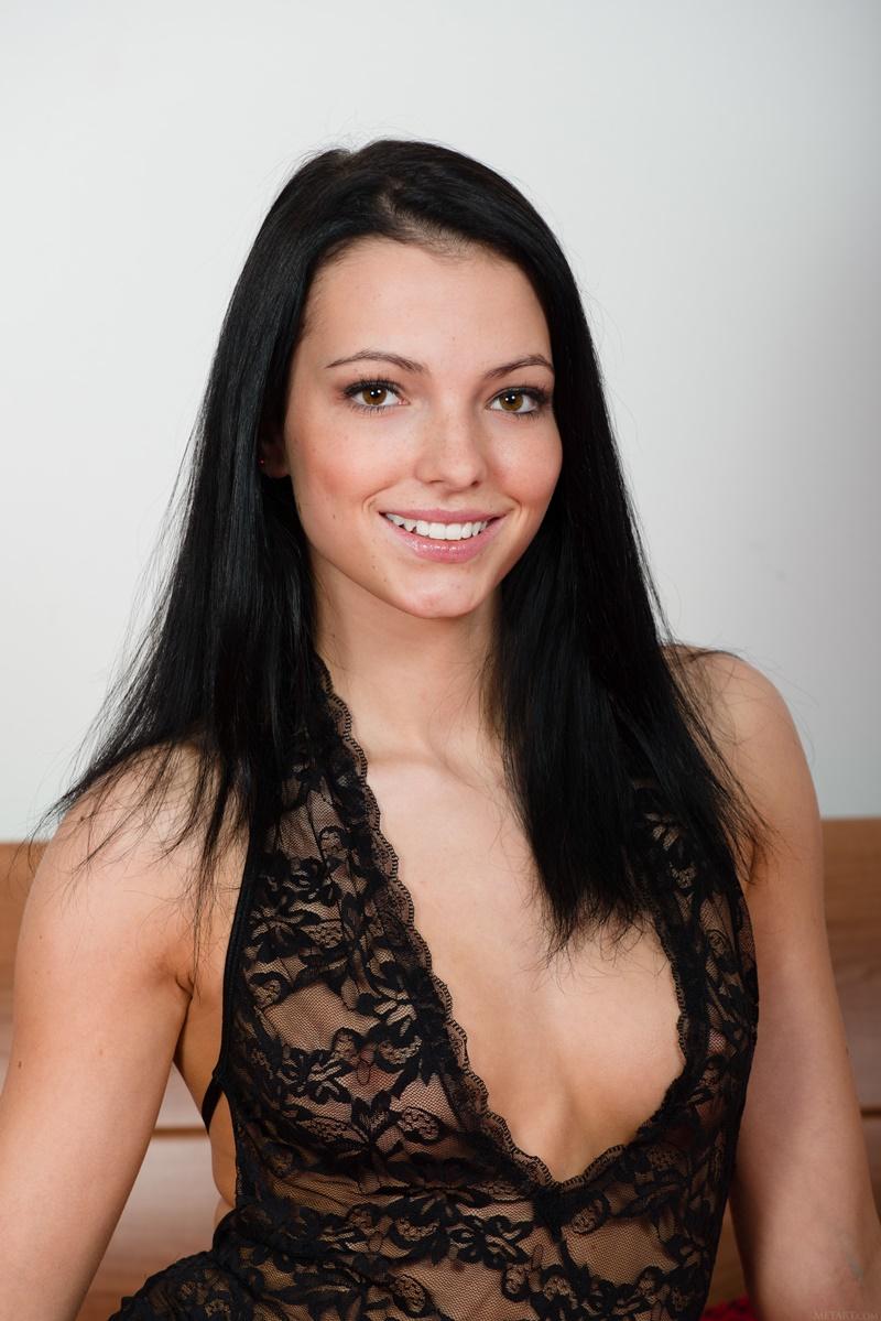 Morena sexy e gostosa pelada com tesão bem safada