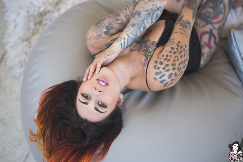 Sarelle Suicide Girls peituda gostosa e muito safada sem roupa tesuda delicia