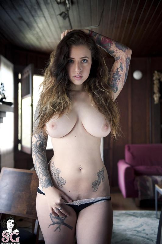 Sash Suicide Girls gostosa tatuada peituda bucetona gostosa pelada