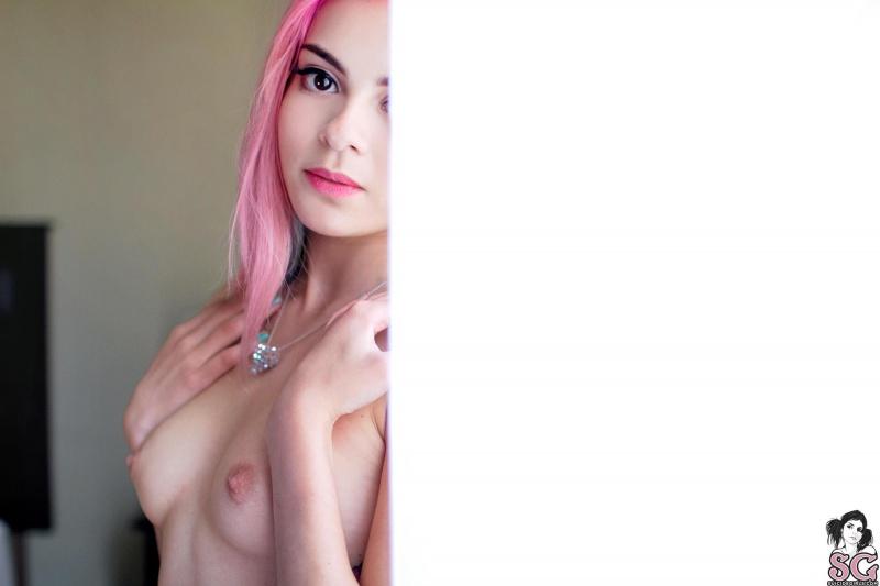 Branquelinha ninfeta sexy e tatuada