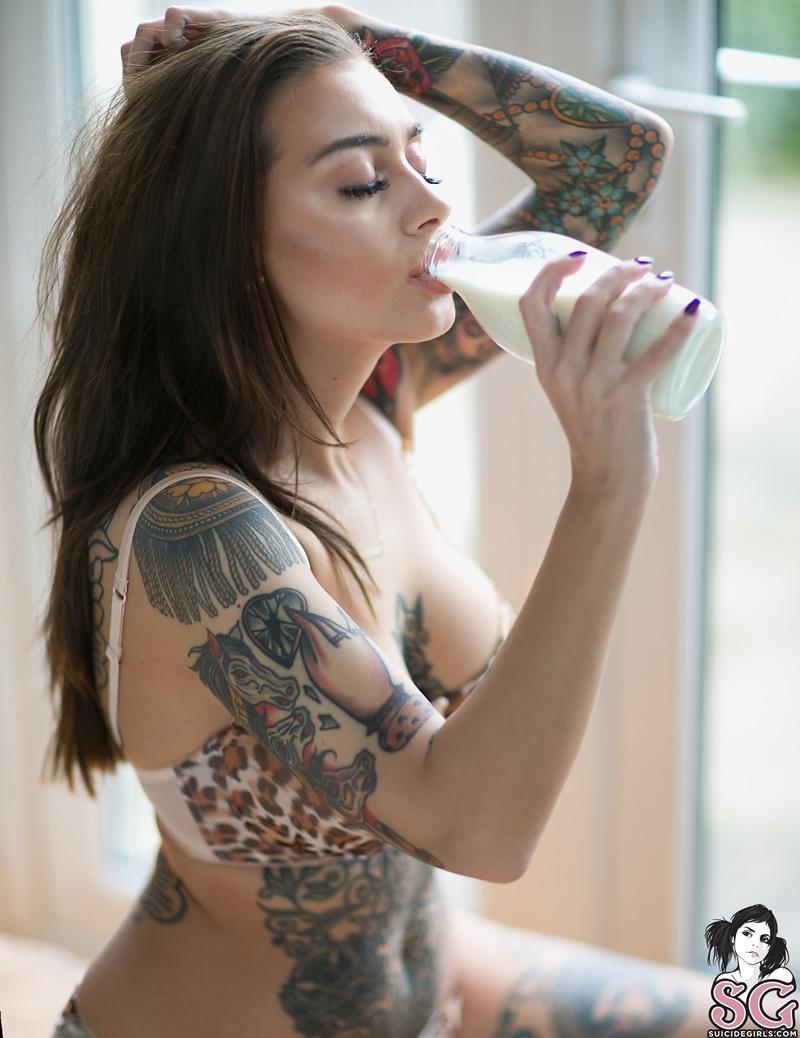 Peituda sexy e safada tirando a roupa com tesão gostosa