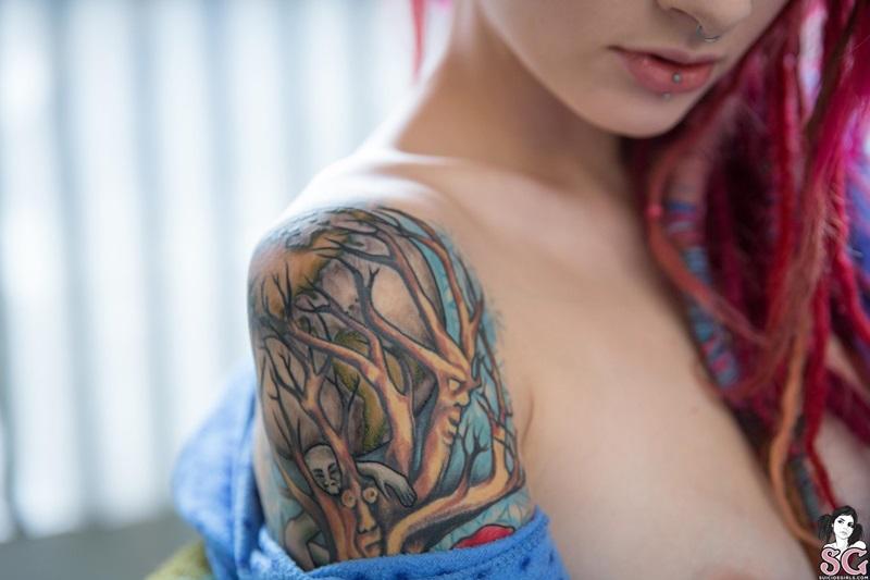 Loirinha tatuada gostosa pelada