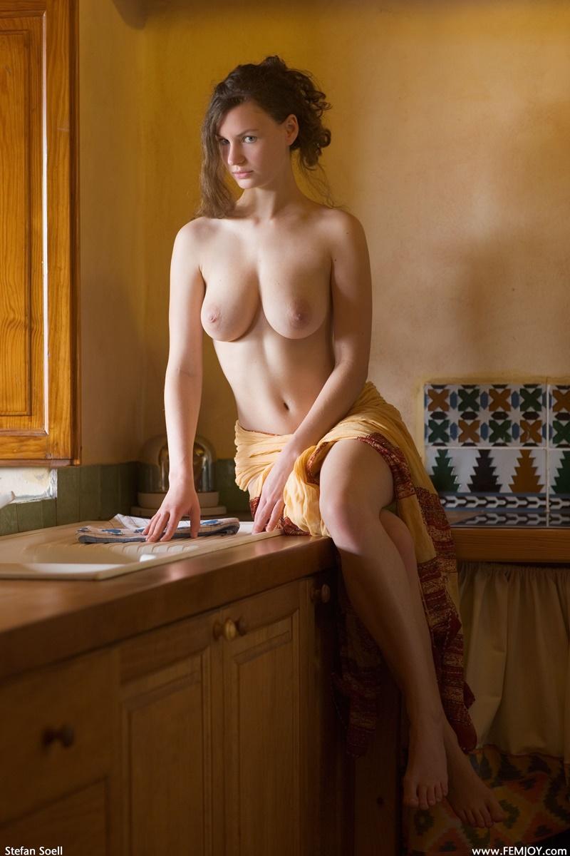 Susann gostosa peituda e safada tirando a roupa com tesão muito lin