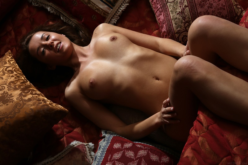 Sybil A novinha da buceta carnuda muito gostosa e pelada safada