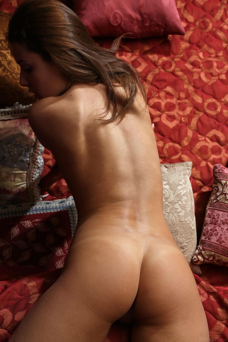 Novinha da buceta carnuda muito gostosa e pelada safada