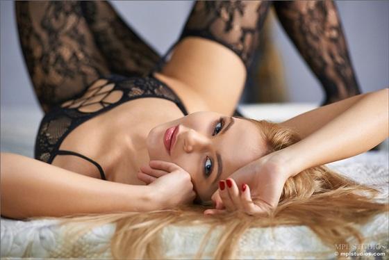 loira nudelas gostosa lingerie delicia2 Talia