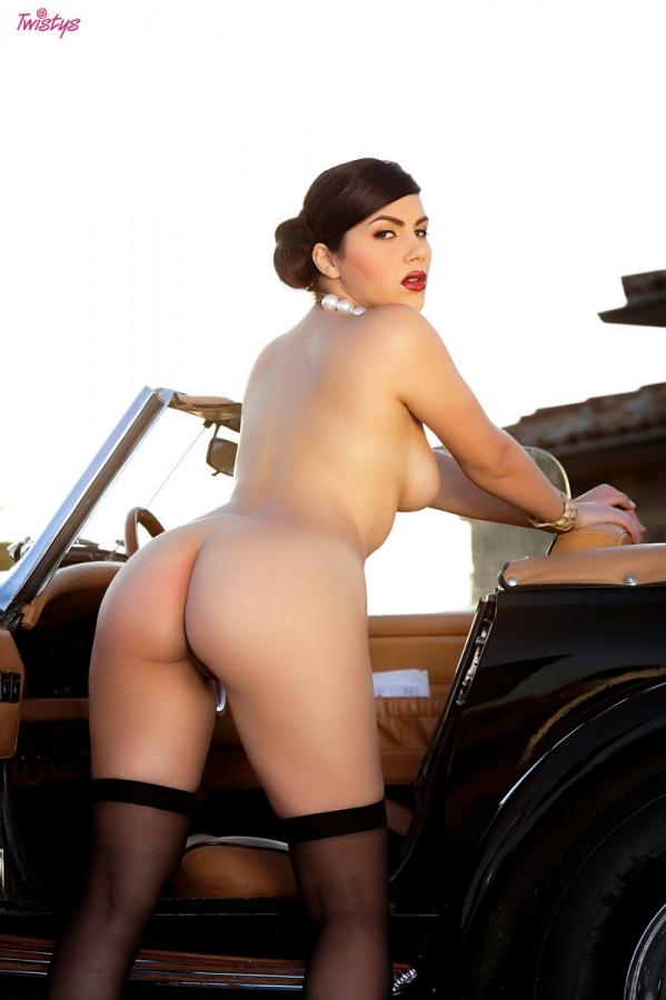 Morena peituda e muito gostosa peladinha bem sensual