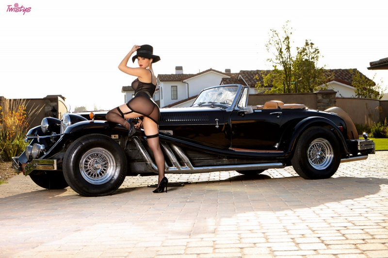 Valentina Nappi morena peituda e muito gostosa peladinha bem sensual