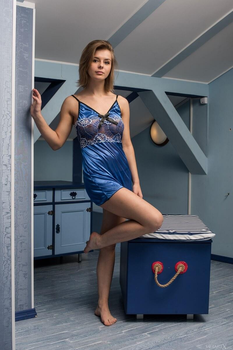 Yelena peituda gostosa e tesuda sem roupa muito safada e linda